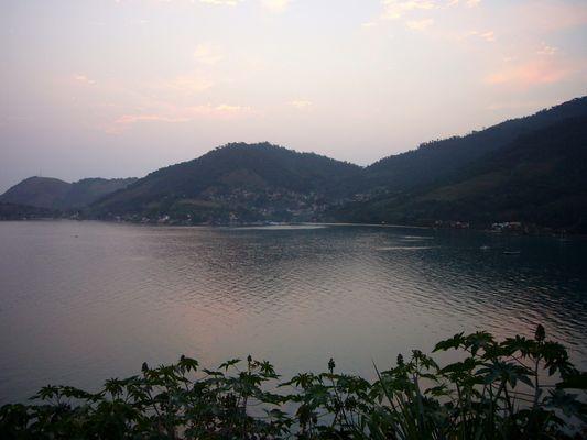 le soleil se couche sur la baie de Paraty