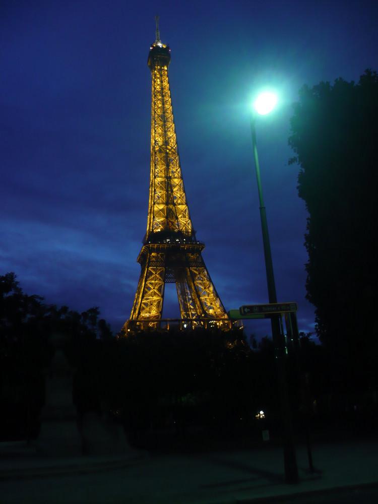 Le Tour Eiffel dans la nuit