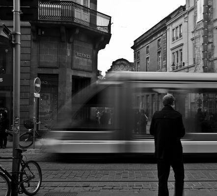 Le tram passe et....