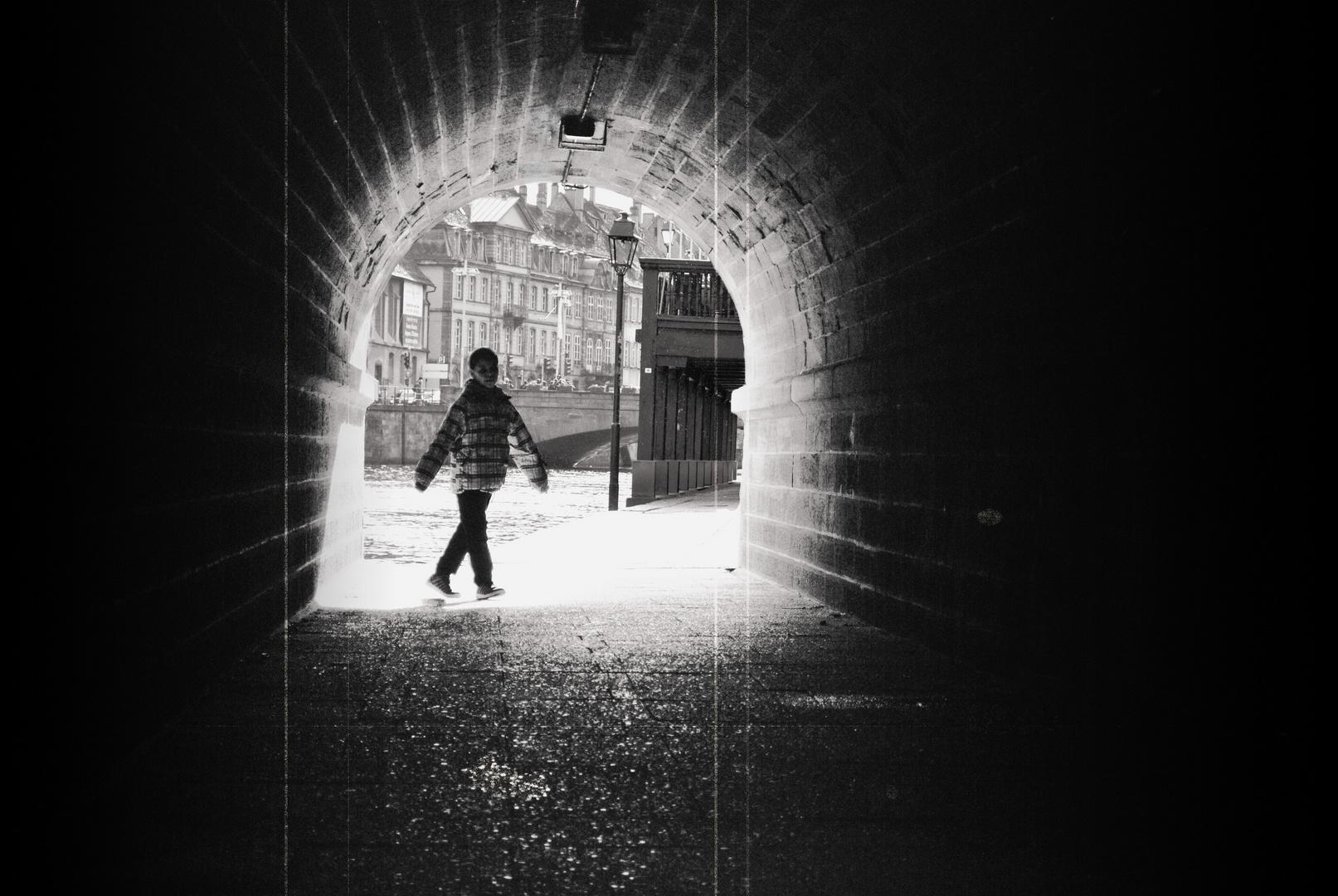 le tunnel.