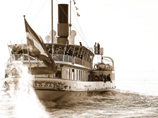 """Le vapeur """"La Suisse"""" de la Compagnie Générale de Navigation sur le Léman."""