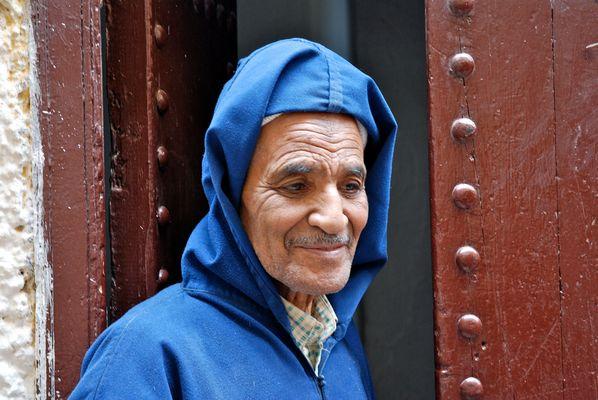 Le vieil homme et la photo. Fez, Maroc.