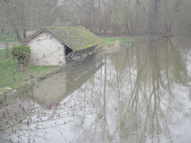 ..Le vieux lavoir d'Ondreville sur Essonne..(45)..