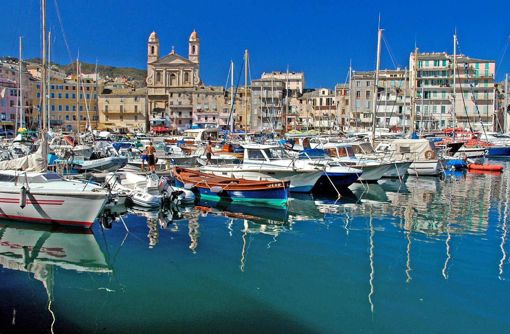 Le vieux port de Bastia (corse)