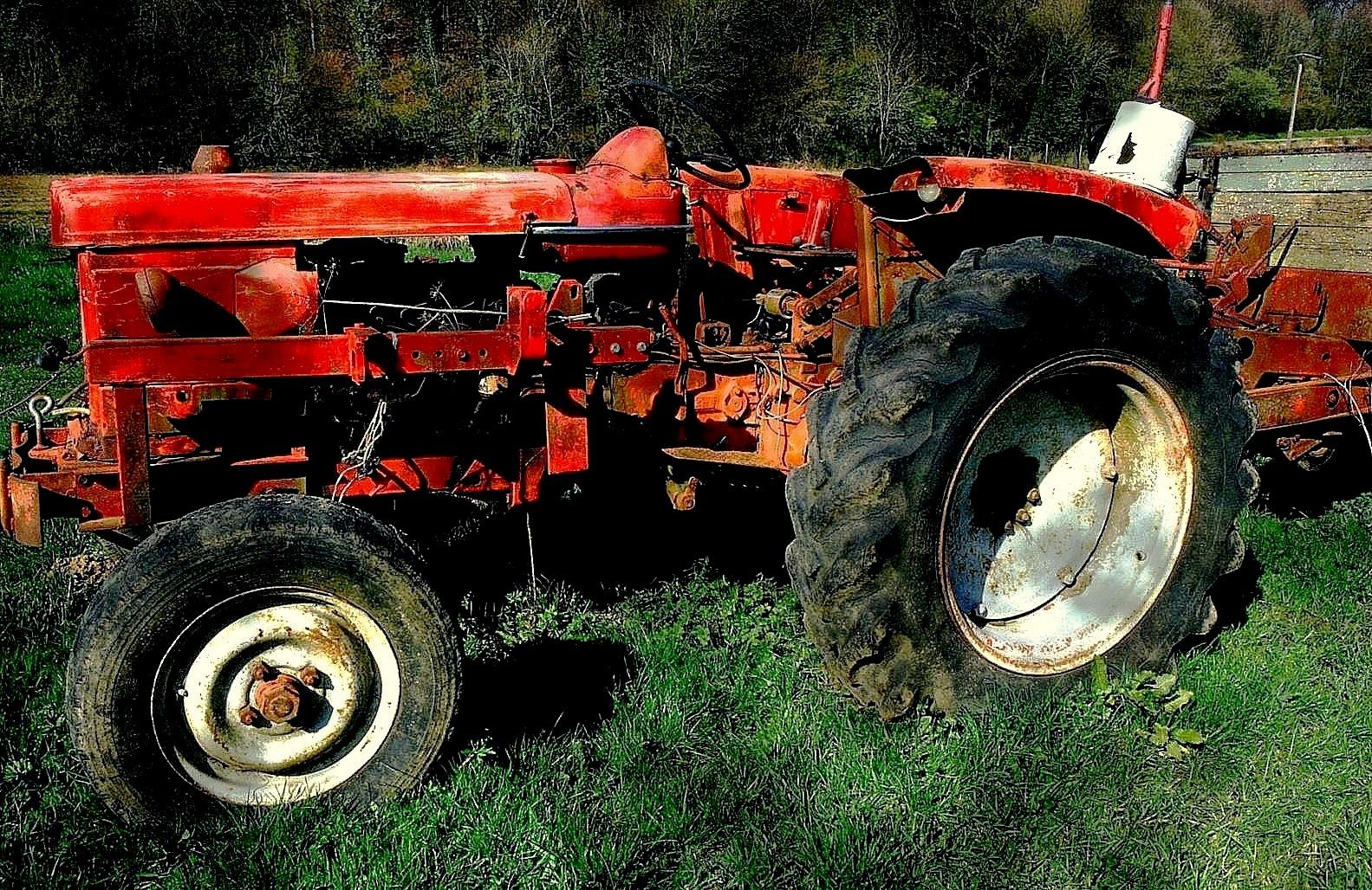 Le vieux tracteur abandonn photo et image epaves - Cars et les tracteurs ...