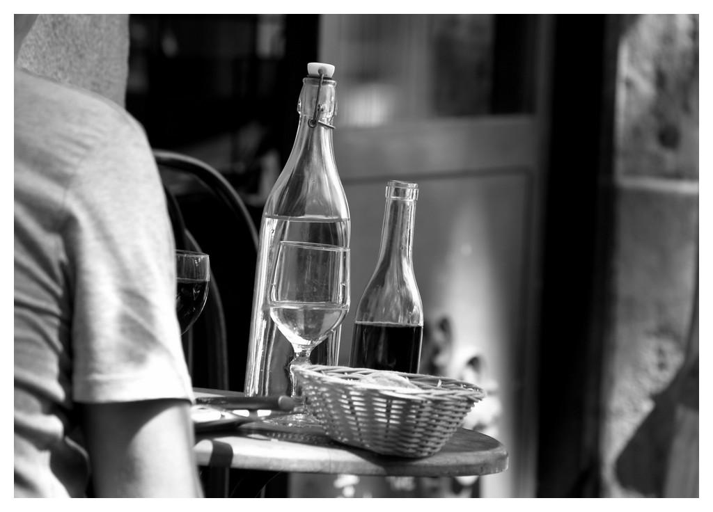 Le vin, le pain et l'eau