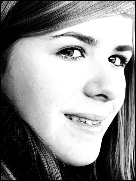 Le visage d'une jeune fille.