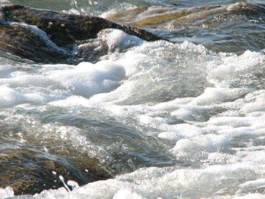 l'eau tourbillonante