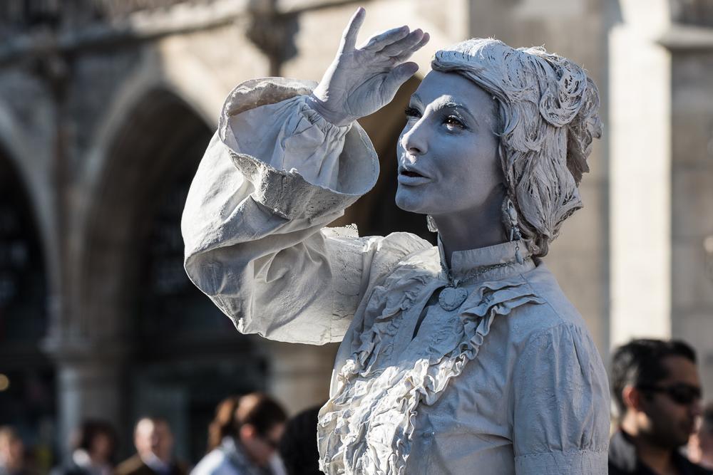 Lebende Statue in Weiß 03