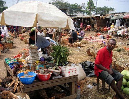 Lebensmittelmarkt in Douala (Kamerun)