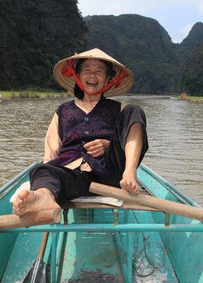 Lebensmut & Lebenskraft (Trockene Ha Long-Bucht, Vietnam)