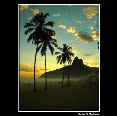 Leblon Sunset and Public Show Dome / Series: Silhouettes and Life in Rio.