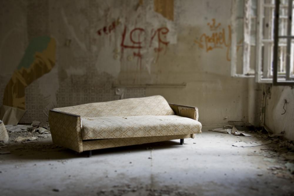 lebst du noch oder wohnst du schon foto bild stillleben arrangierte szenen motive. Black Bedroom Furniture Sets. Home Design Ideas