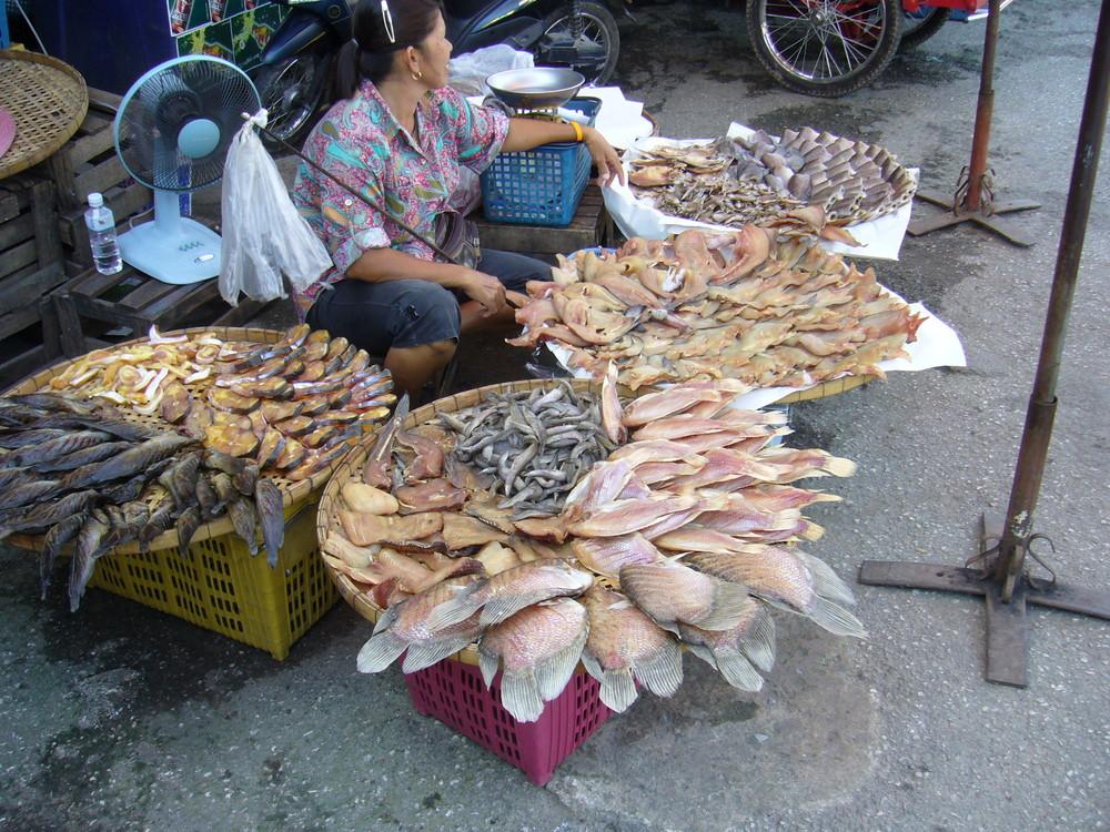 Lecker Fisch auf Markt in Bangkok