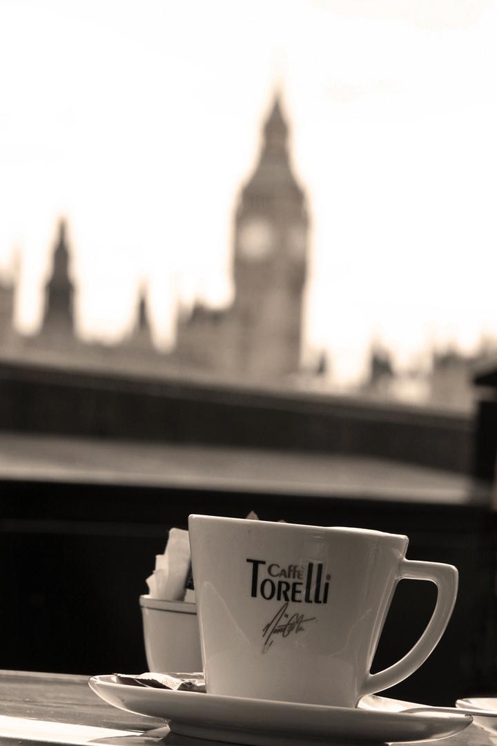 Lecker Kaffee mit Blick auf den Big Ben