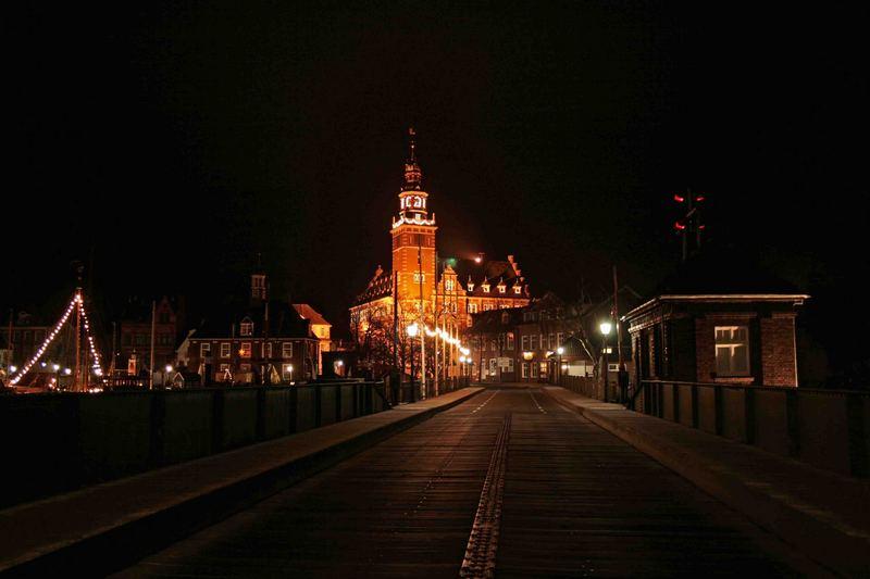 Leeraner Rathaus bei Nacht 26.12.06_3:00