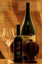Leere und volle Weinflaschen ... ;-)