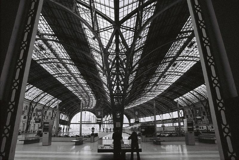 Leerer Bahnhof in Barcelona