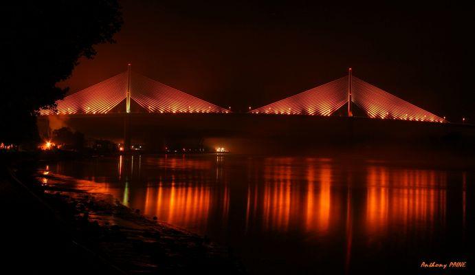 Légère brume sur la Seine et le Pont de Brotonne