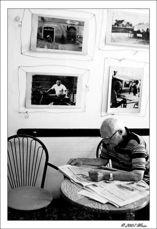 Leggendo Il Giornale ......Al Bar