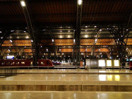 Leipzig, Hauptbahnhof - über die Gleise geschaut - 09/2010