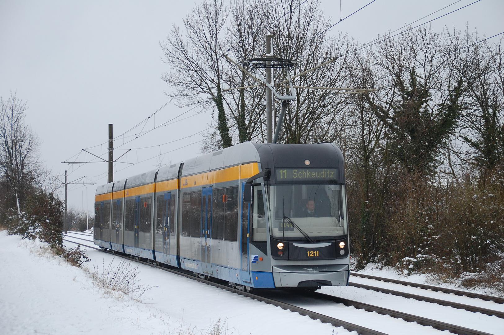 Leipzig Linie 11 NGT 12 fährt Richtung Schkeuditz