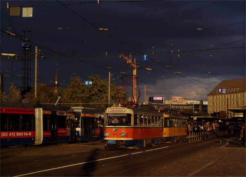 Leipzig: morgendliche Fahrschulfahrt vor unheimlicher Wolkenkulisse