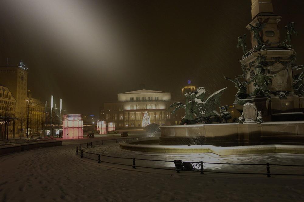 Leipzig `s Oper und Mendebrunnen im Schnee
