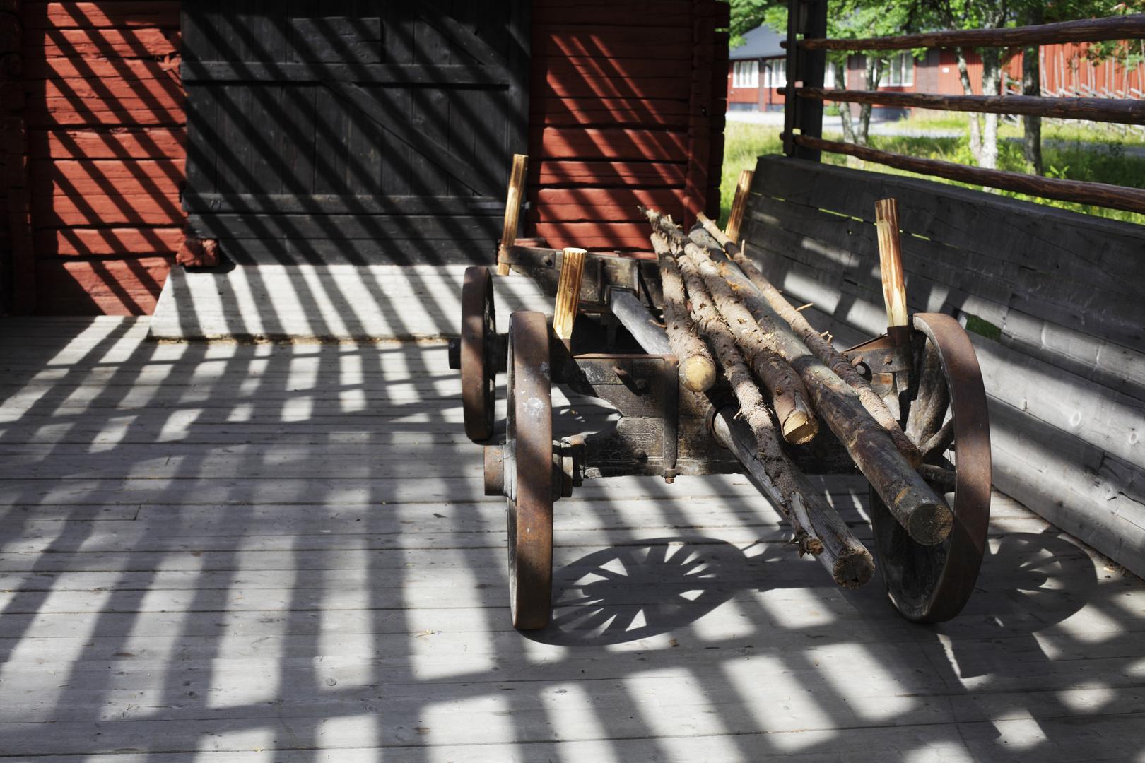 Leiterwagen vor Scheune
