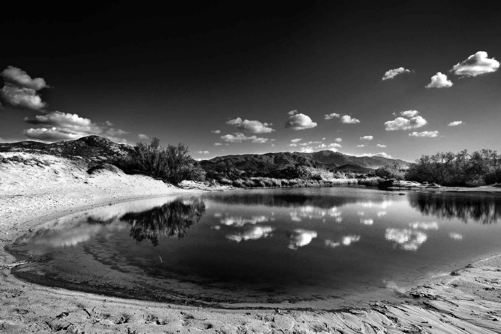 L'embouchure de l'Ostriconi, sur la plage du même nom à l'entrée du désert des Agriates