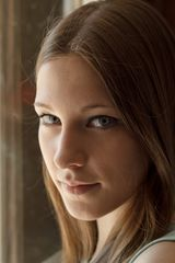 Lena am Fenster