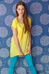 Lena in Gelb Blau