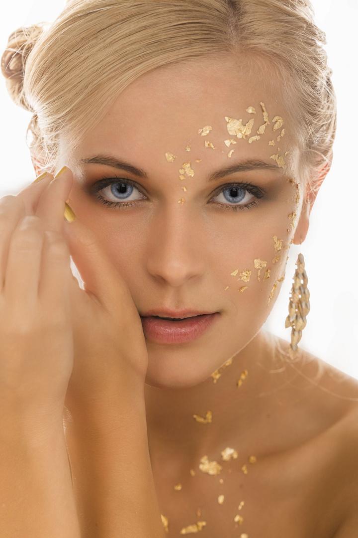 Lena in Gold