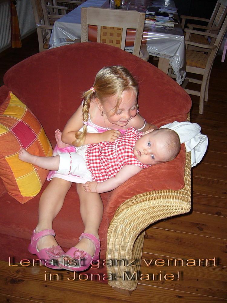 Lena und Jona-Marie ! Die haben sich sehr Lieb !