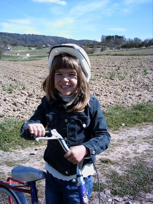 Lenas erstes Fahrrad