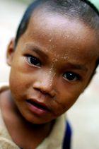 l'enfant aux yeux noirs