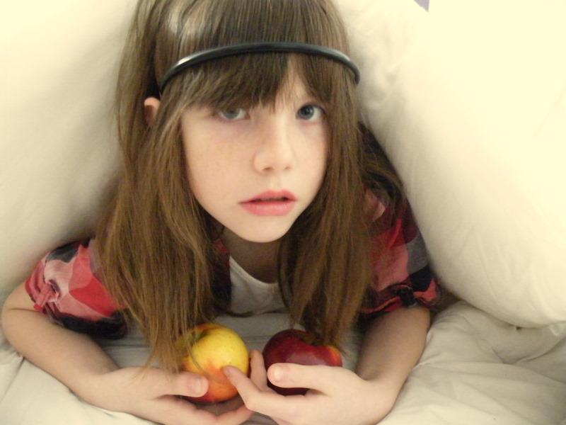 L'enfant et la pomme II