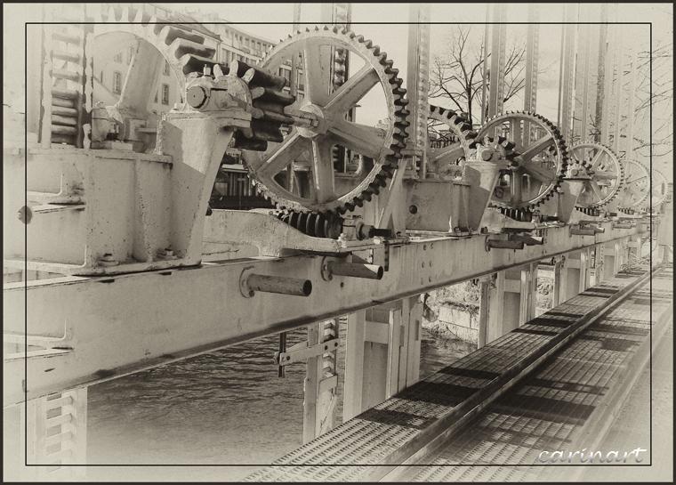 L'engrenage / Im Räderwerk