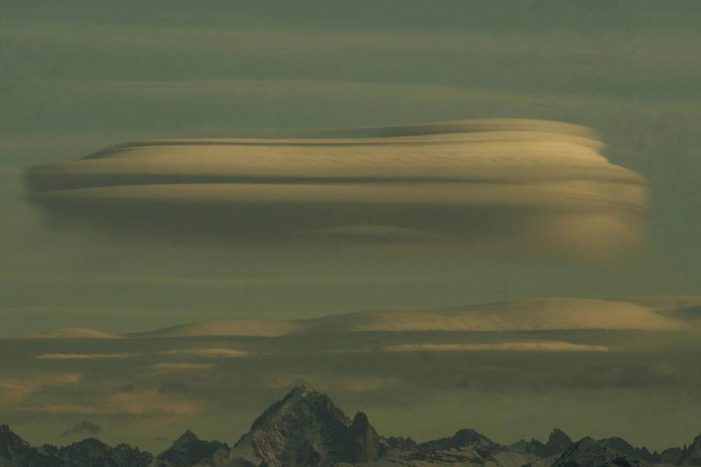 lenticulaires sur un des pics du mont-blanc II