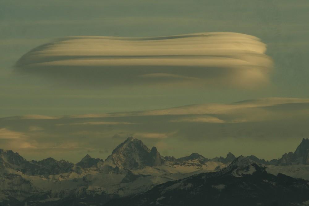 lenticulaires sur un des pics du mont-blanc III