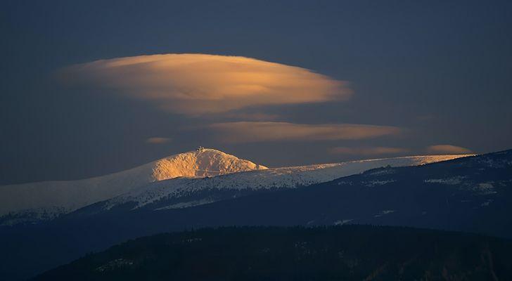 Lenticularis-Wolke über Schneekoppe