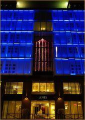 L'entrée du Rexhotel la nuit   --  Tarbes  --  Eingang des Rexhotels nachts