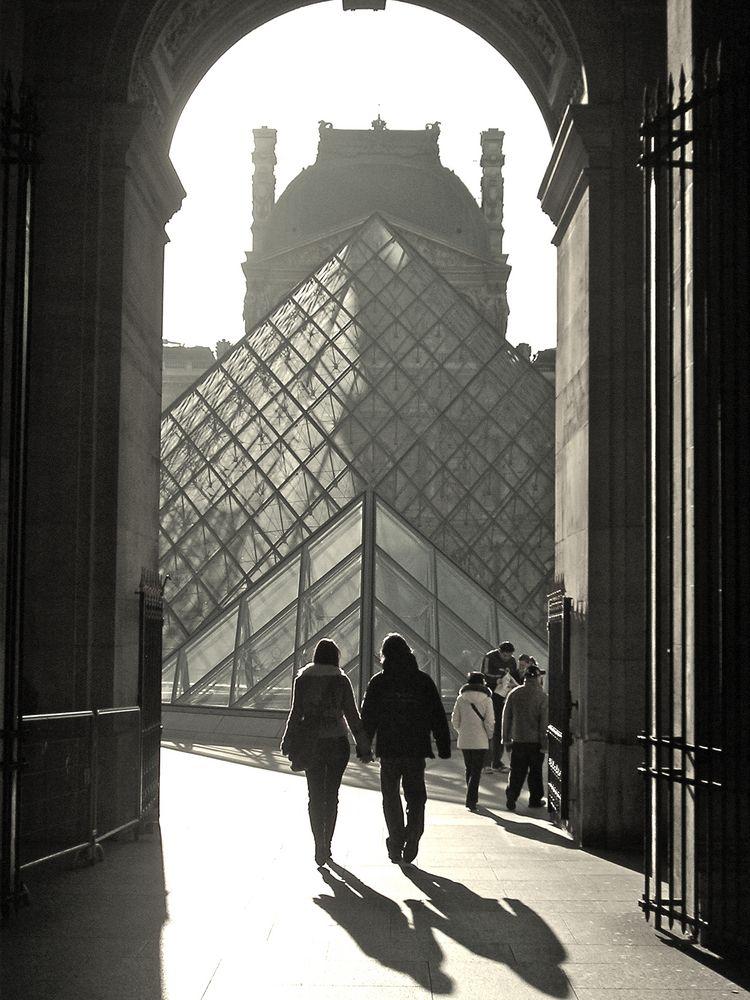 Les amoureux du Louvre - Paris by Psubtil