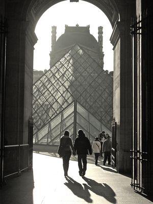 Les amoureux du Louvre - Paris