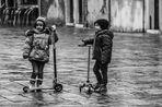 Les enfants et  la patinette. Venise