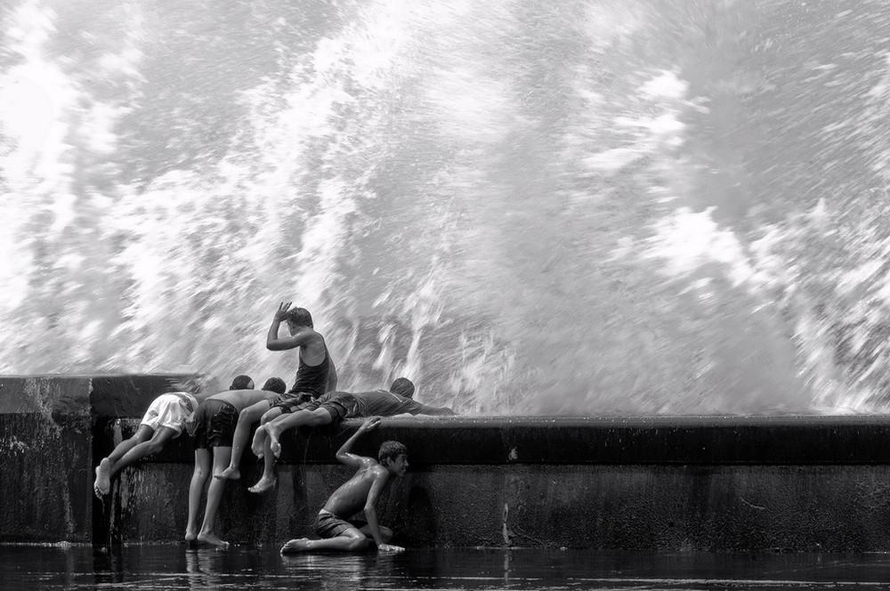 Les enfants et les vagues