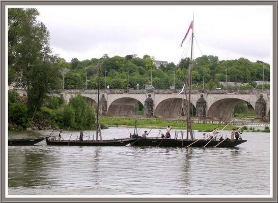 Les gabares arrivent près du pont Wilson
