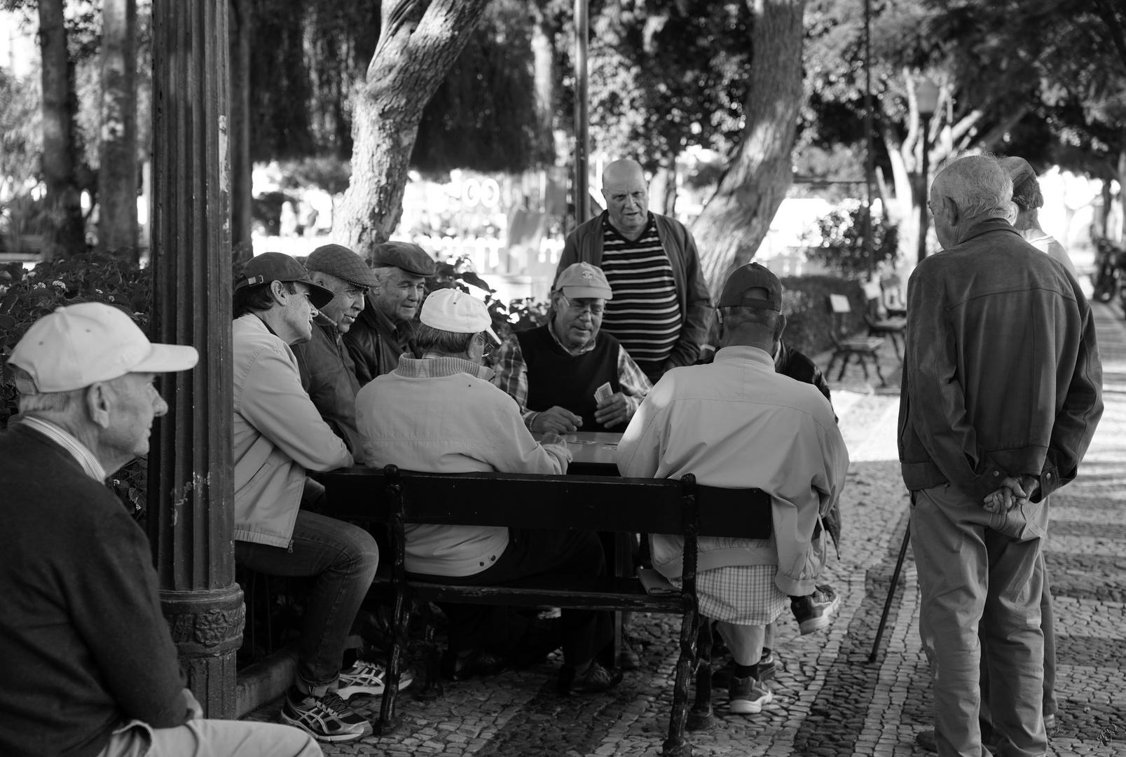 les joueurs de cartes... sous surveillance -:))))