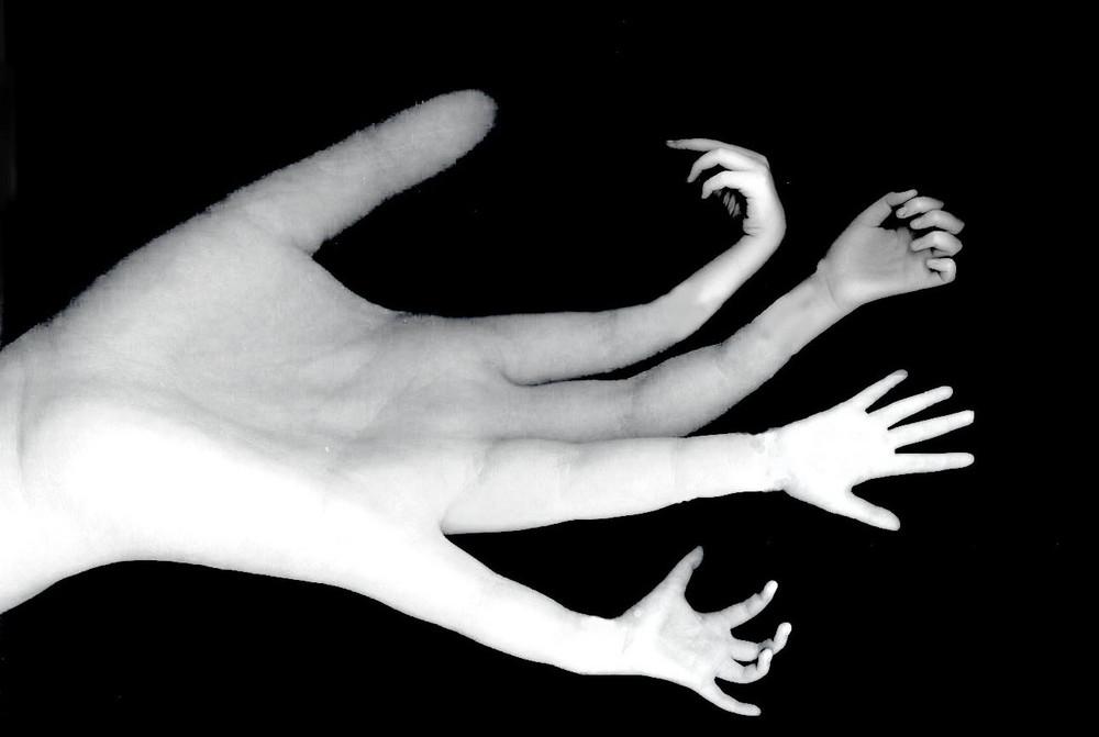 Les mains sales.