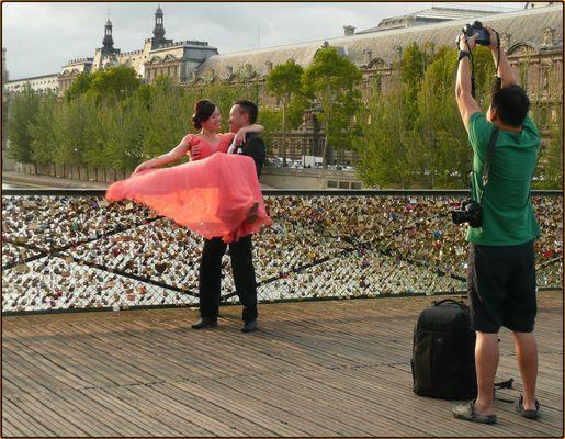 Les mariés du Pont-des-arts & leur photographe... # 1